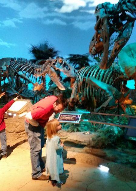 elsa at the museum